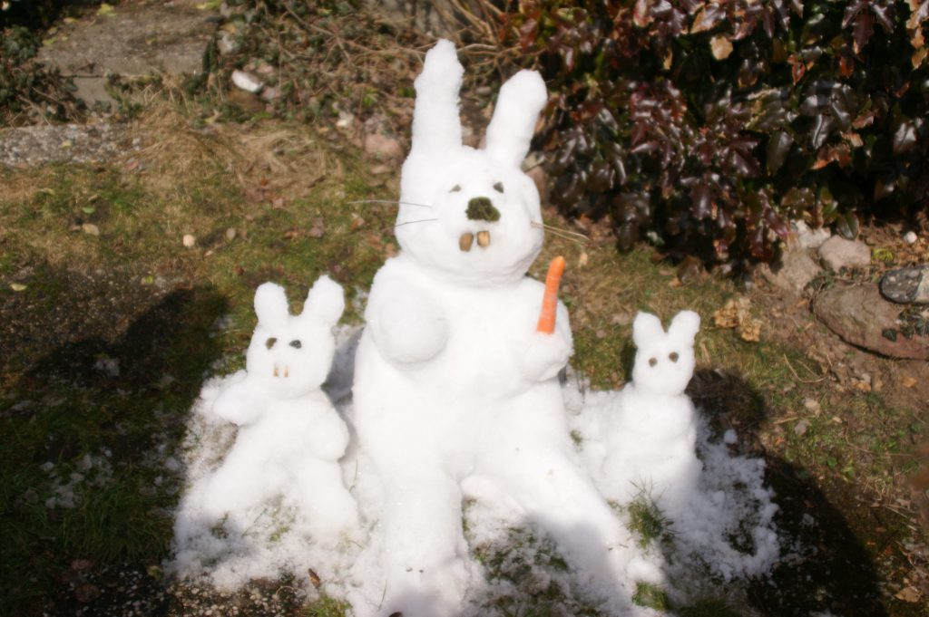 Osterhasen aus Schnee